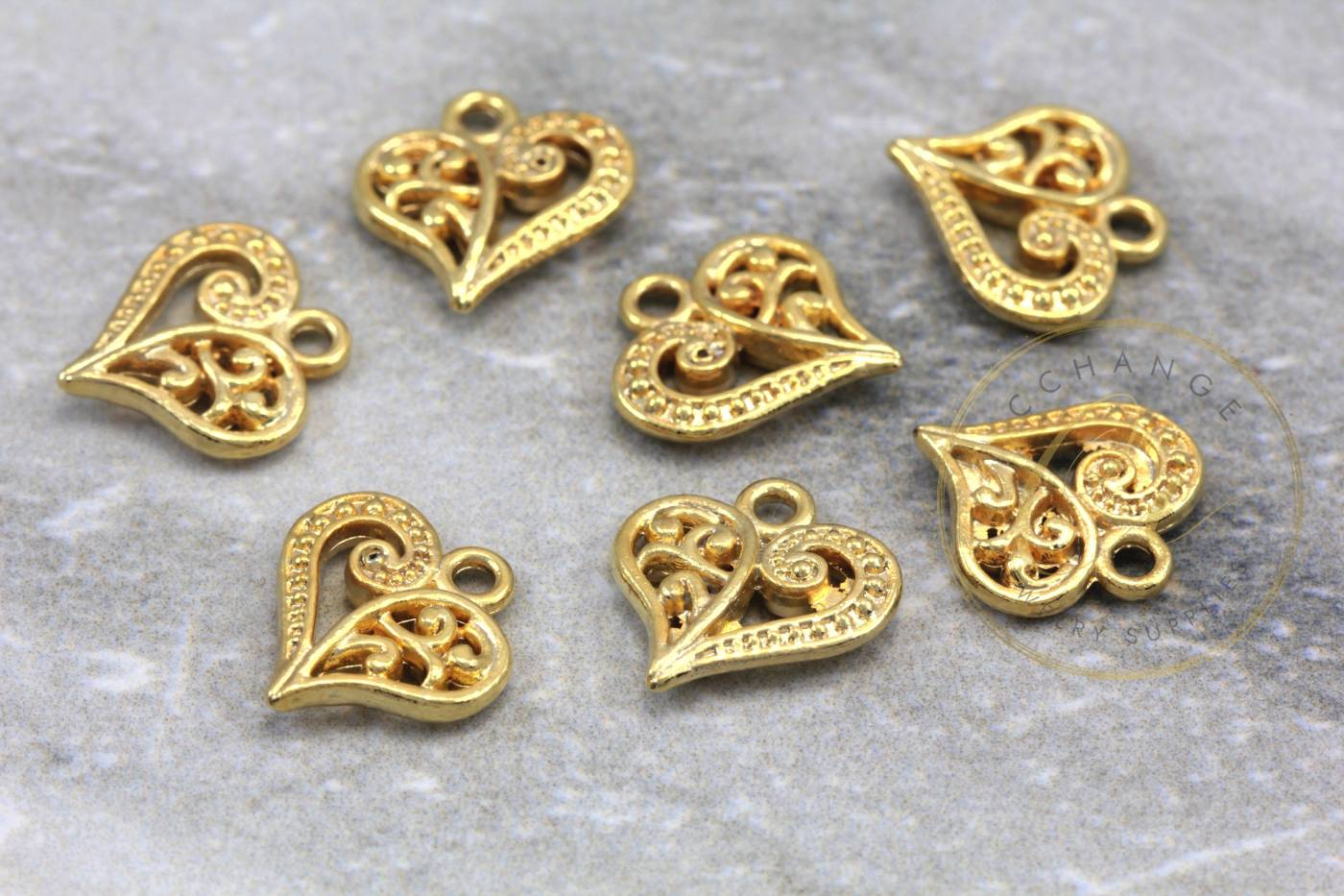 gold-metal-heart-shape-jewelry-pendants.jpg