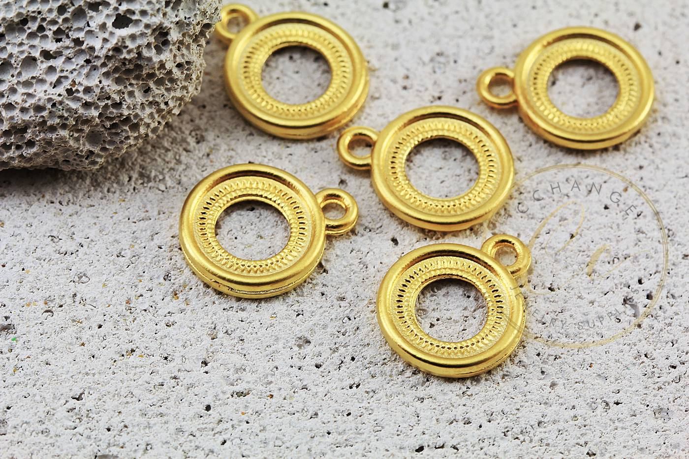 circle-charms-gold-jewelry-pendants.jpg