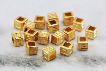 4mm-mini-gold-cube-spacer-bead-findings