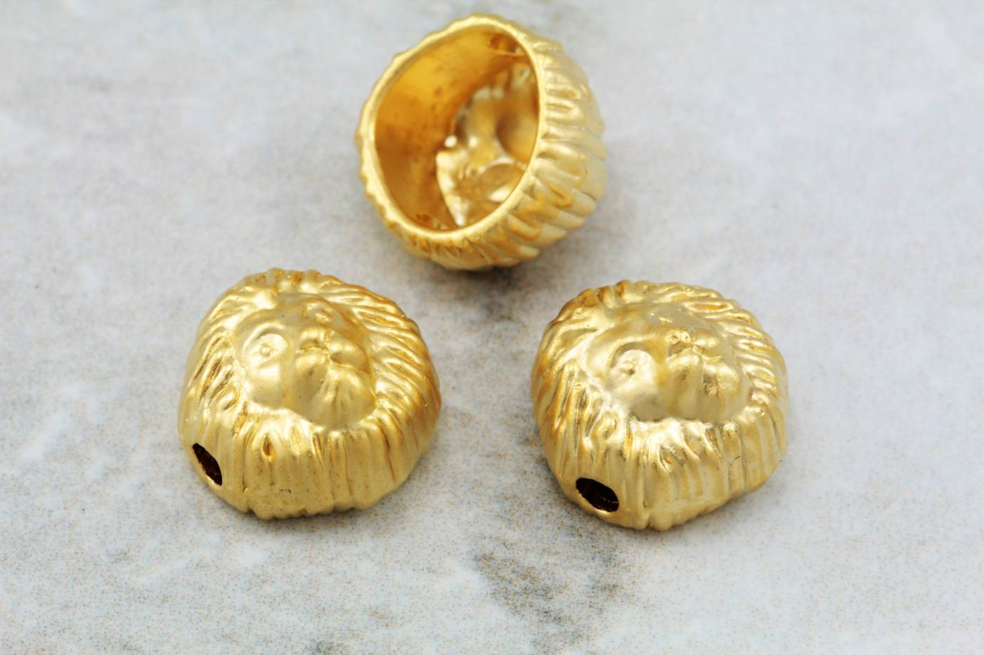 gold-plated-metal-lion-head-charms.jpg