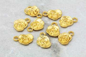 gold-plated-mini-rose-patterned-pendants