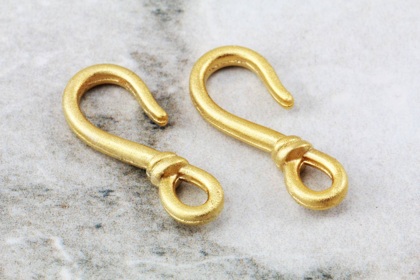 gold-plated-metal-fish-hook-end-clasps.jpg