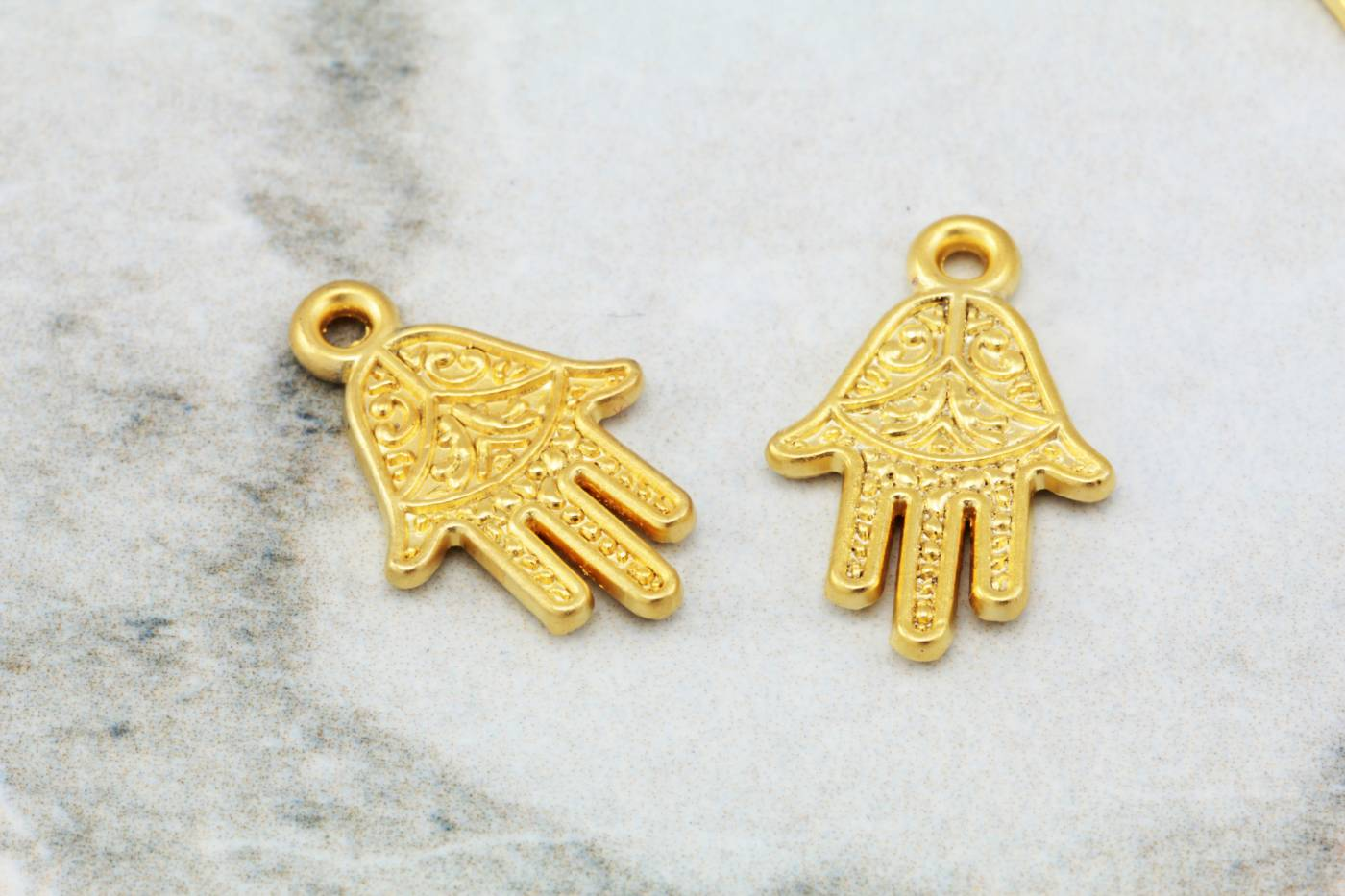 gold-jewelry-pendants-europe-supplies.jpg