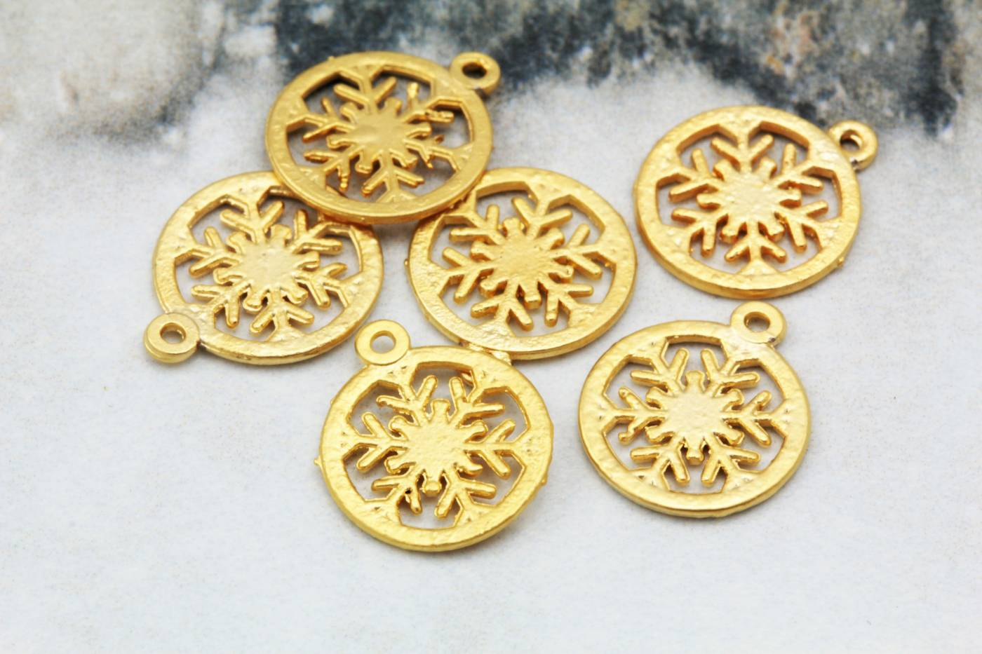 gold-plated-snowflake-jewelry-pendants.jpg