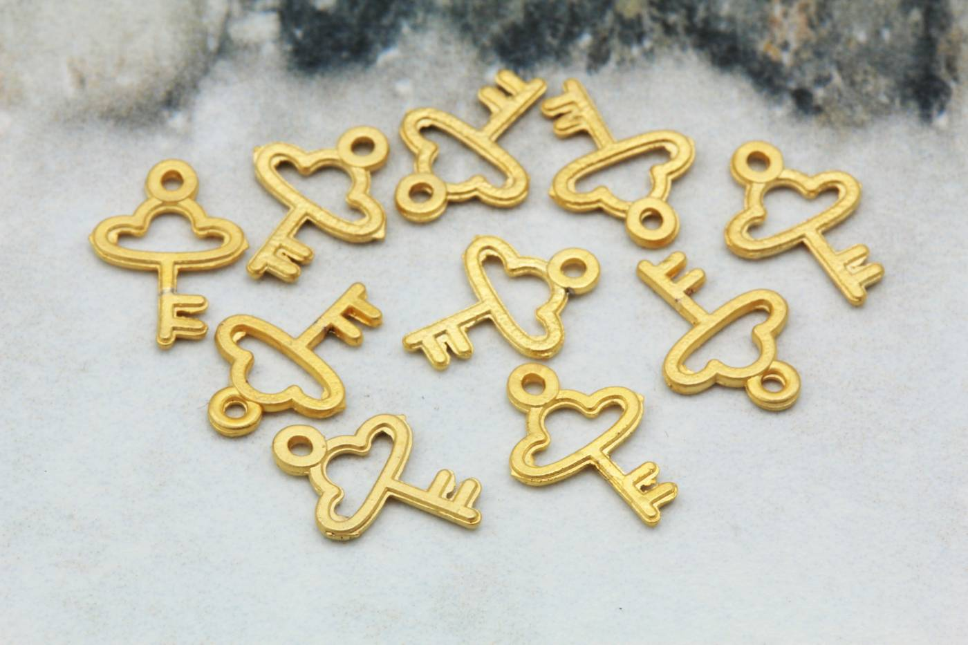 gold-metal-tiny-key-jewelry-pendants.jpg