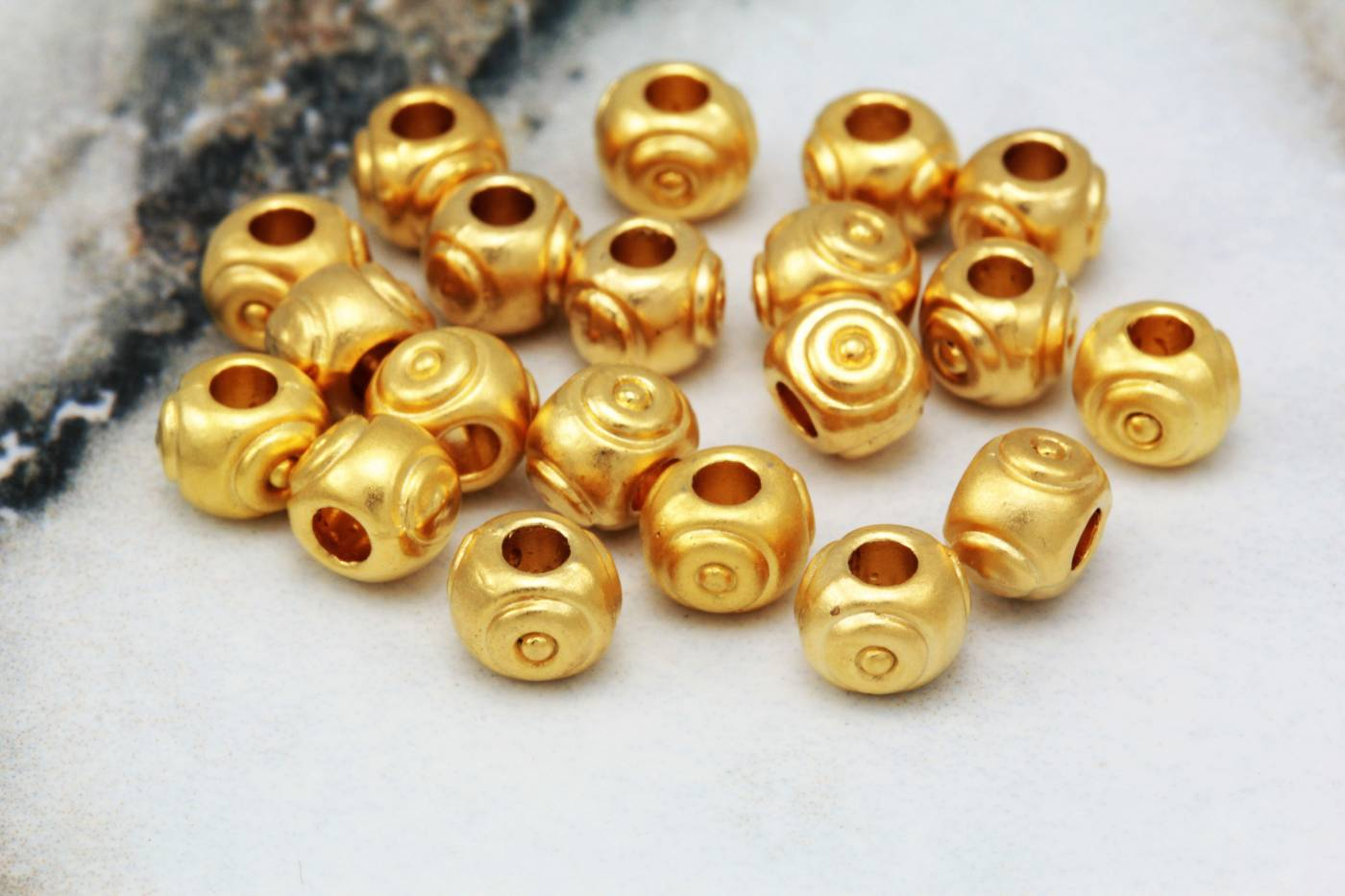 gold-plate-round-ball-spacer-metal-beads.jpg