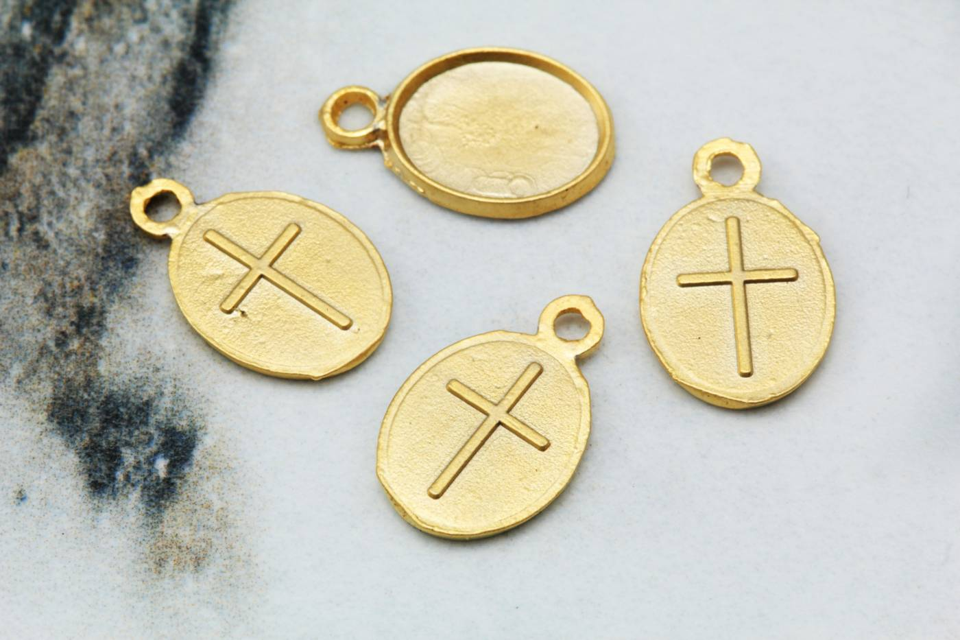 gold-metal-tiny-cross-pendant-charms.jpg