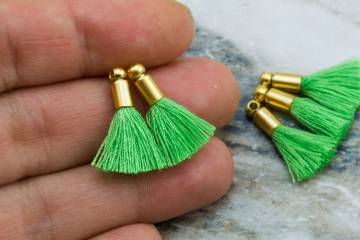 2cm-pictachio-green-cotton-mini-tassels