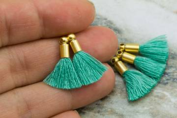 2cm-jungle-green-cotton-mini-tassels