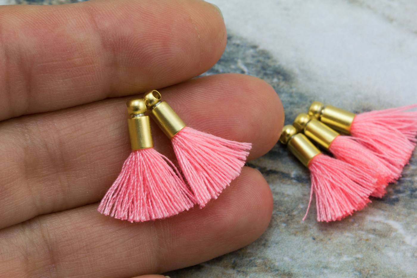 2cm-brilliant-pink-cotton-mini-tassels.jpg
